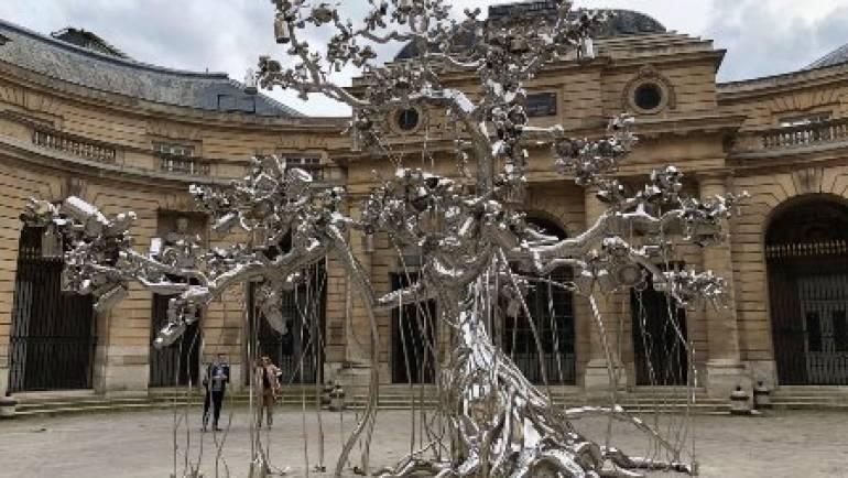 Subodh Gupta y sus esculturas de Acero Inoxidable