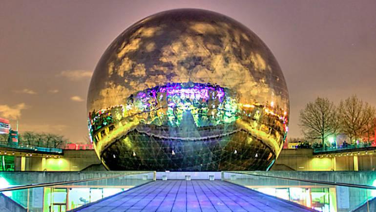 Esfera de acero inoxidable: La sala de cine más espectacular de París